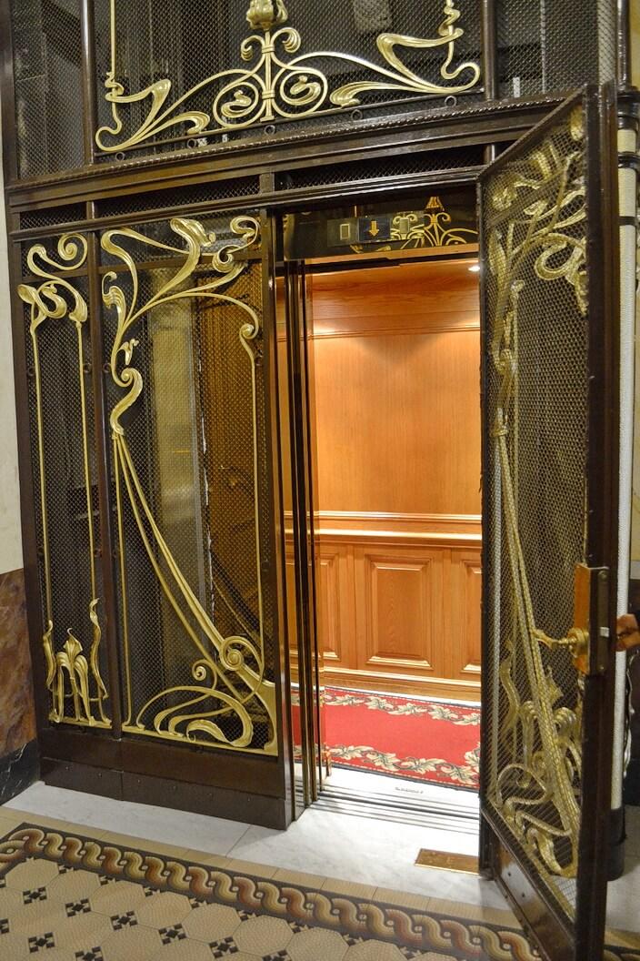 Лифт в доме Зингера