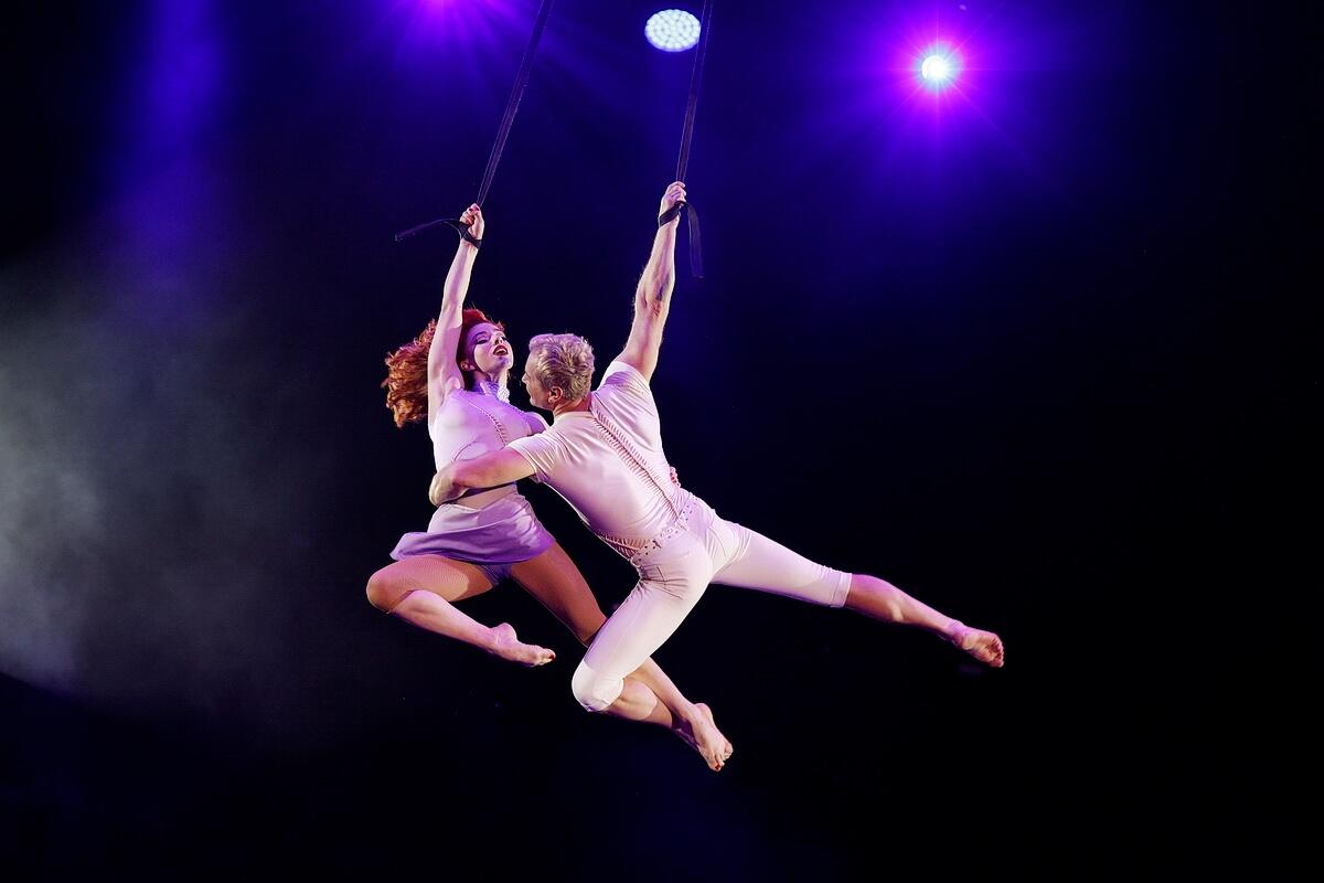 Воздушные гимнасты Мальвина Абакарова и Валерий Сычев