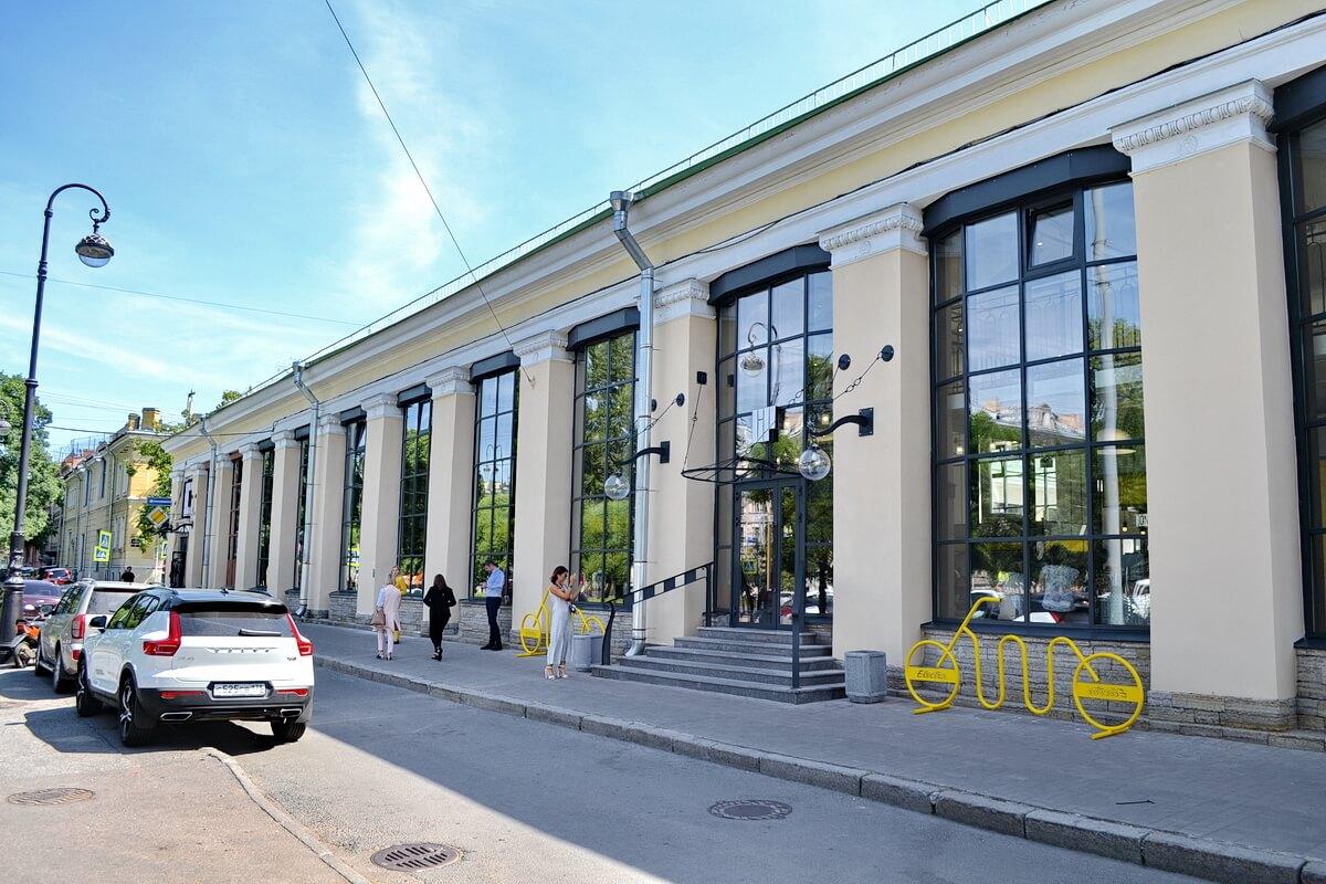 Фудхолл в здании Андреевского рынка