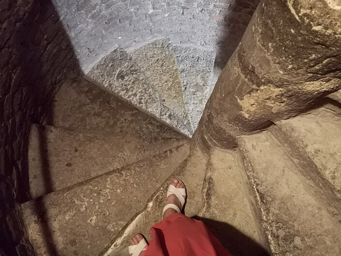 Винтовая лестница звонницы Смольного собора