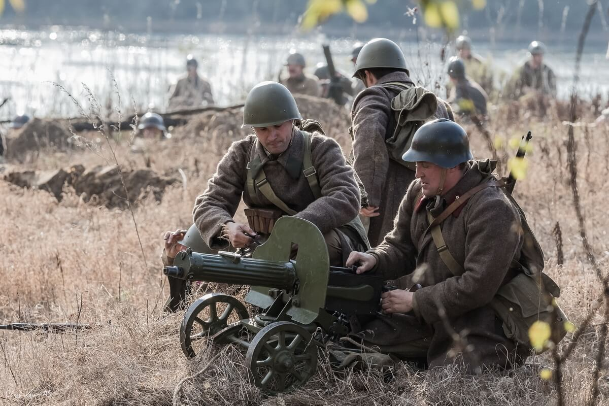 Солдаты с пулеметом