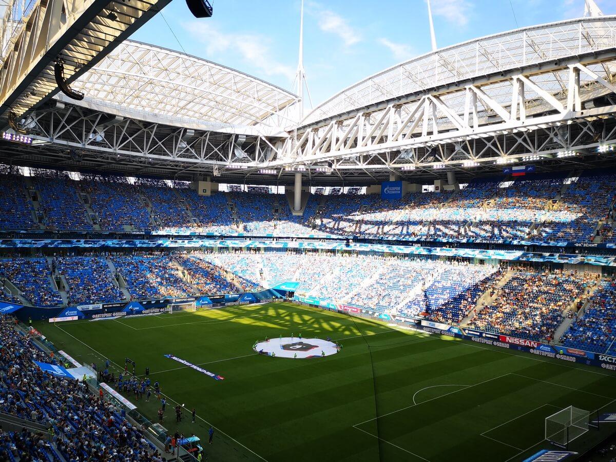 Зенит играет на Крестовском стадионе