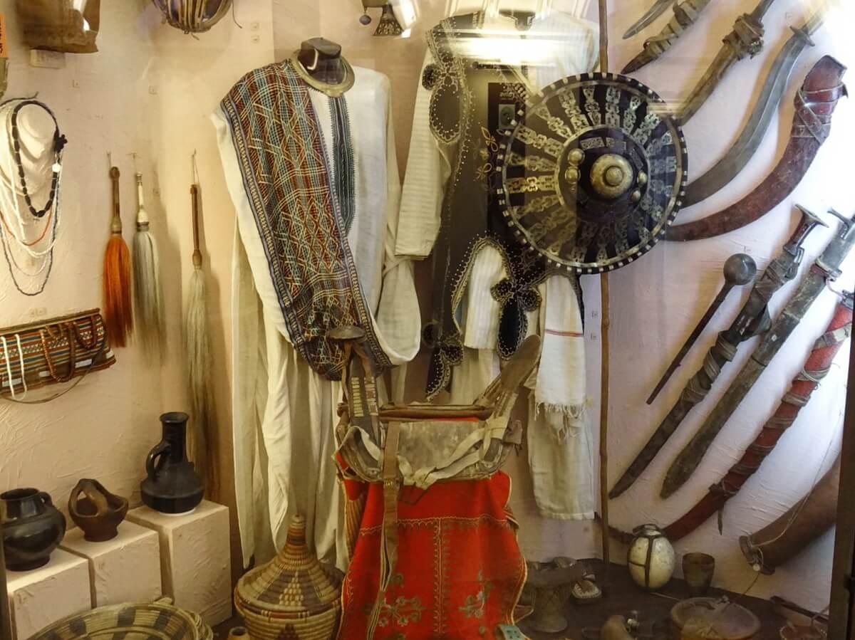 Оружие, украшения, предметы быта африканских племен