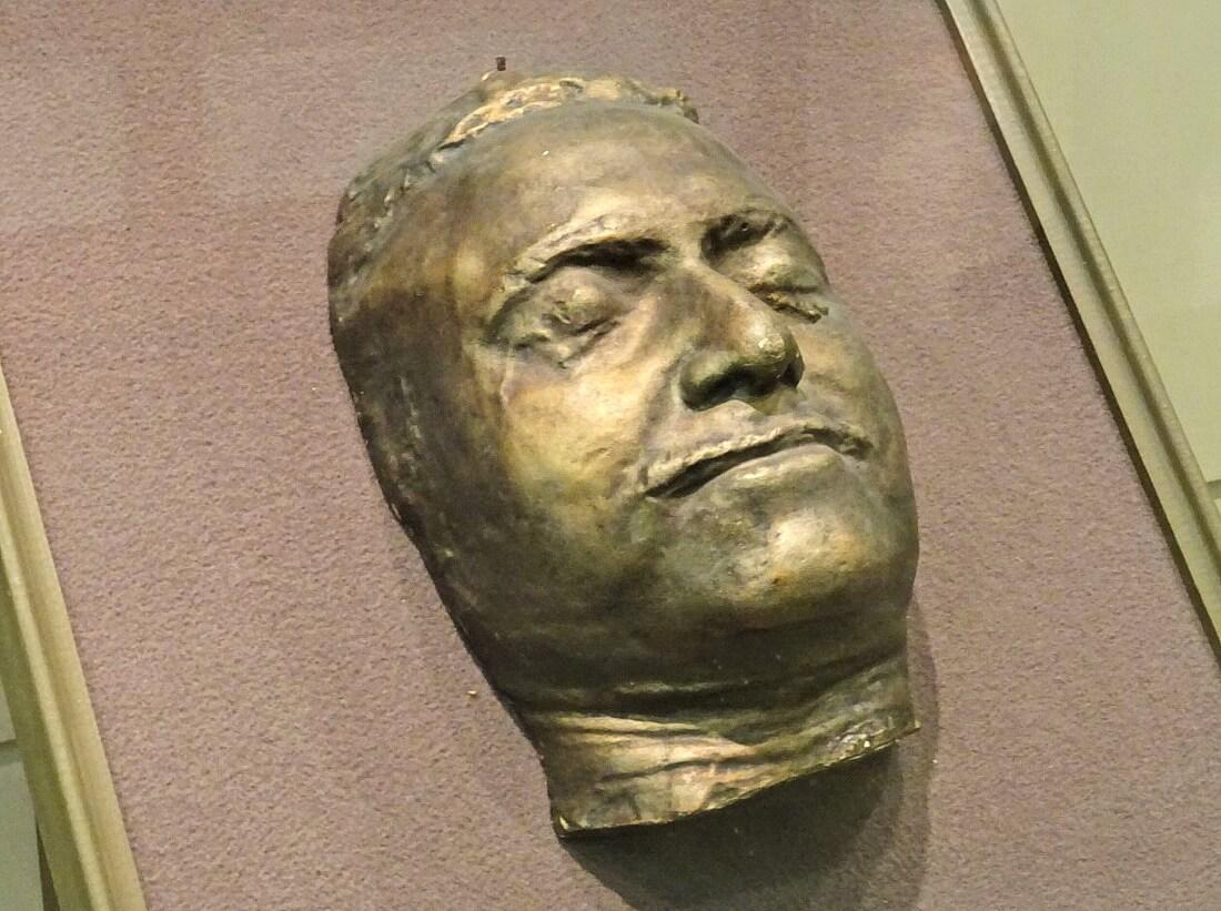 Посмертная маска Петра 1