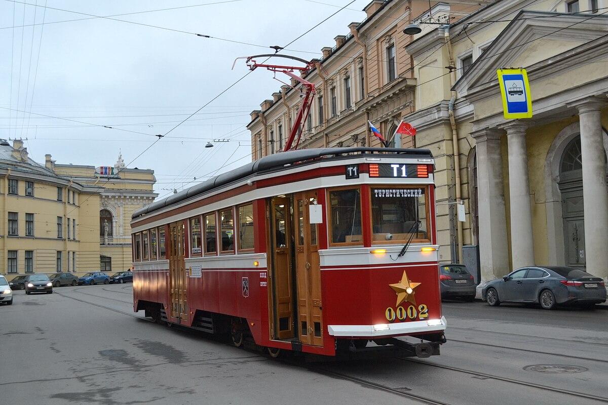 Ретро-трамвай `Американка` на улицах СПб