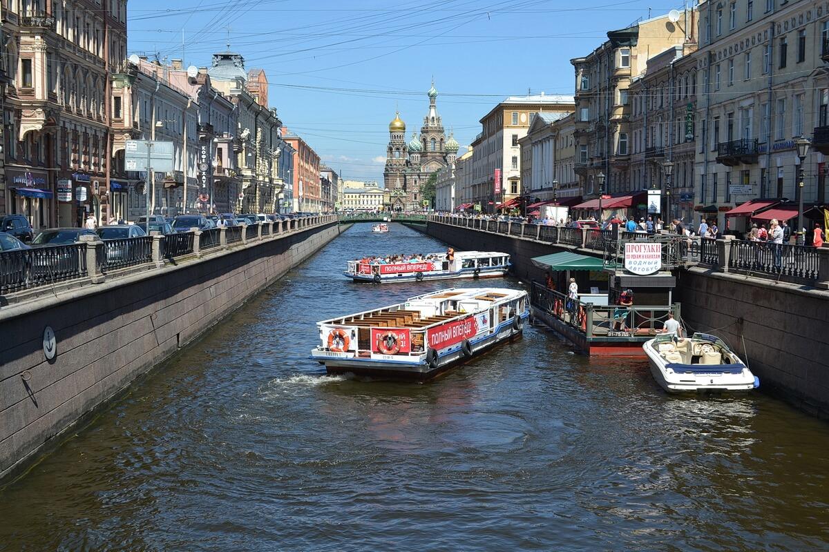Прогулка по рекам и каналам на речных трамвайчиках