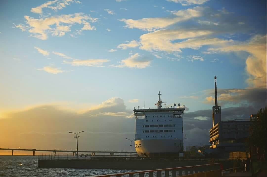 Вид с `Севкабеля` на Морской вокзал