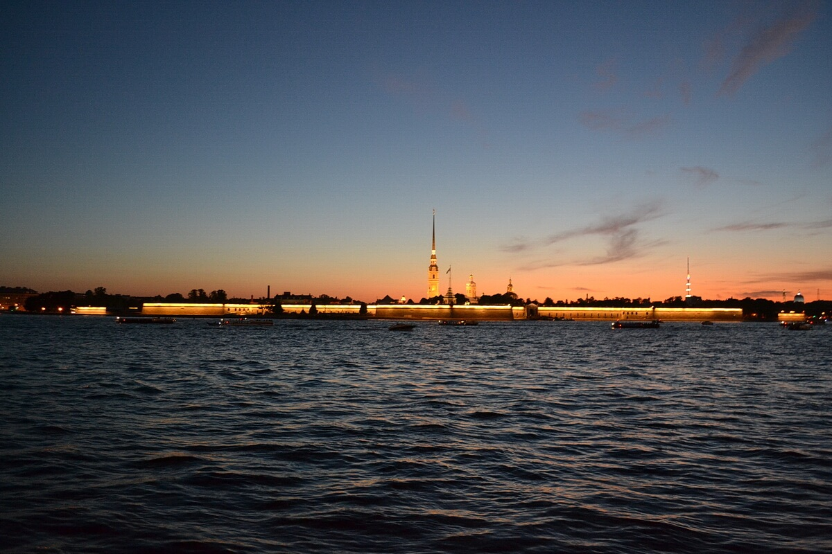01:00 ночи, Петропавловская крепость, снято из Мошкова переулка
