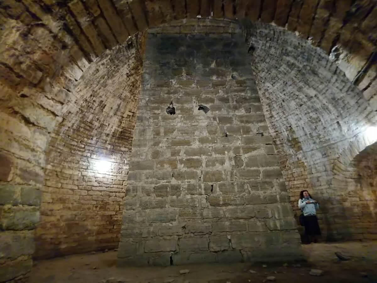 Внутри башни, которую шведы во время той сотни лет перестроили на свой лад