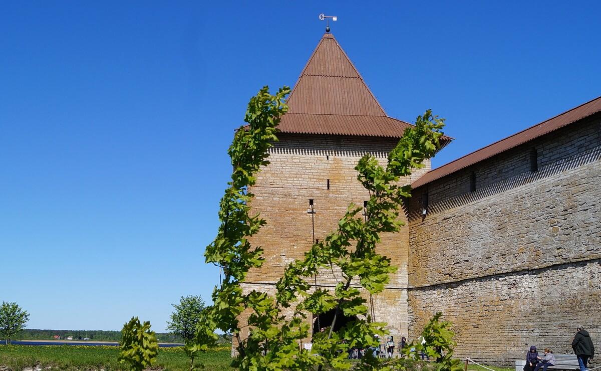 Ключ на башне крепости - символ города