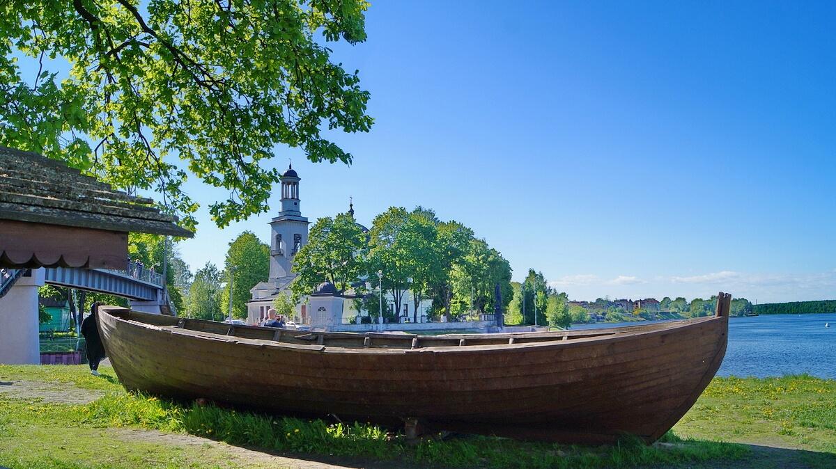 Вид на Церковь святого благоверного князя Александра Невского в Усть-Ижоре, на этом берегу Ижоры, как предполагается, и происходила Невская битва
