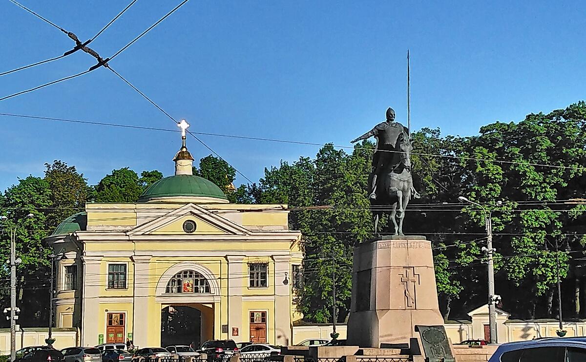Площадь Александра Невского в Петербурге. Вход в Александро-Невскую Лавру