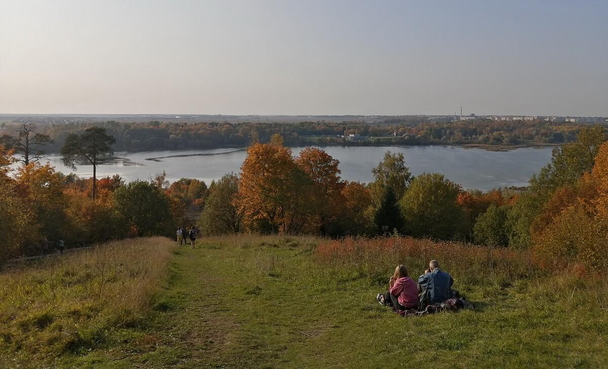Вид на озеро с Дудергофских высот
