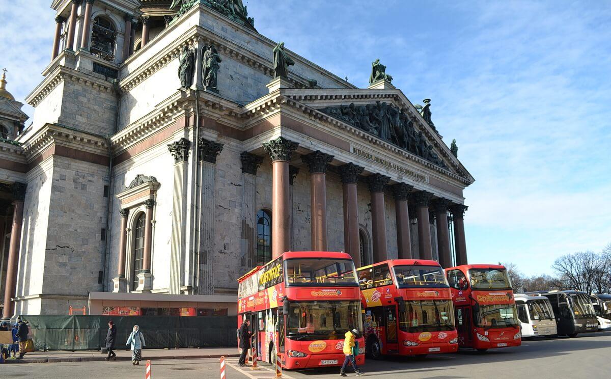 Двухэтажный экскурсионный автобус