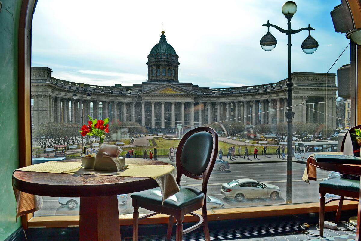 Из окна кафе в Доме Книги