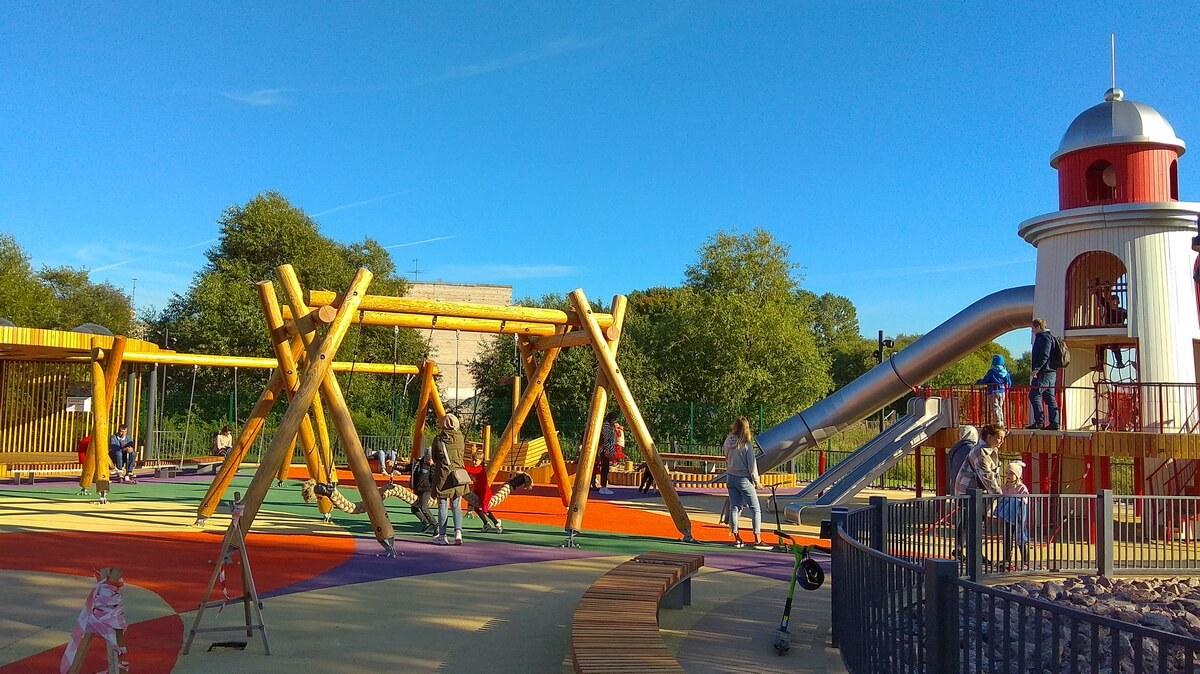 Детская площадка с маяком