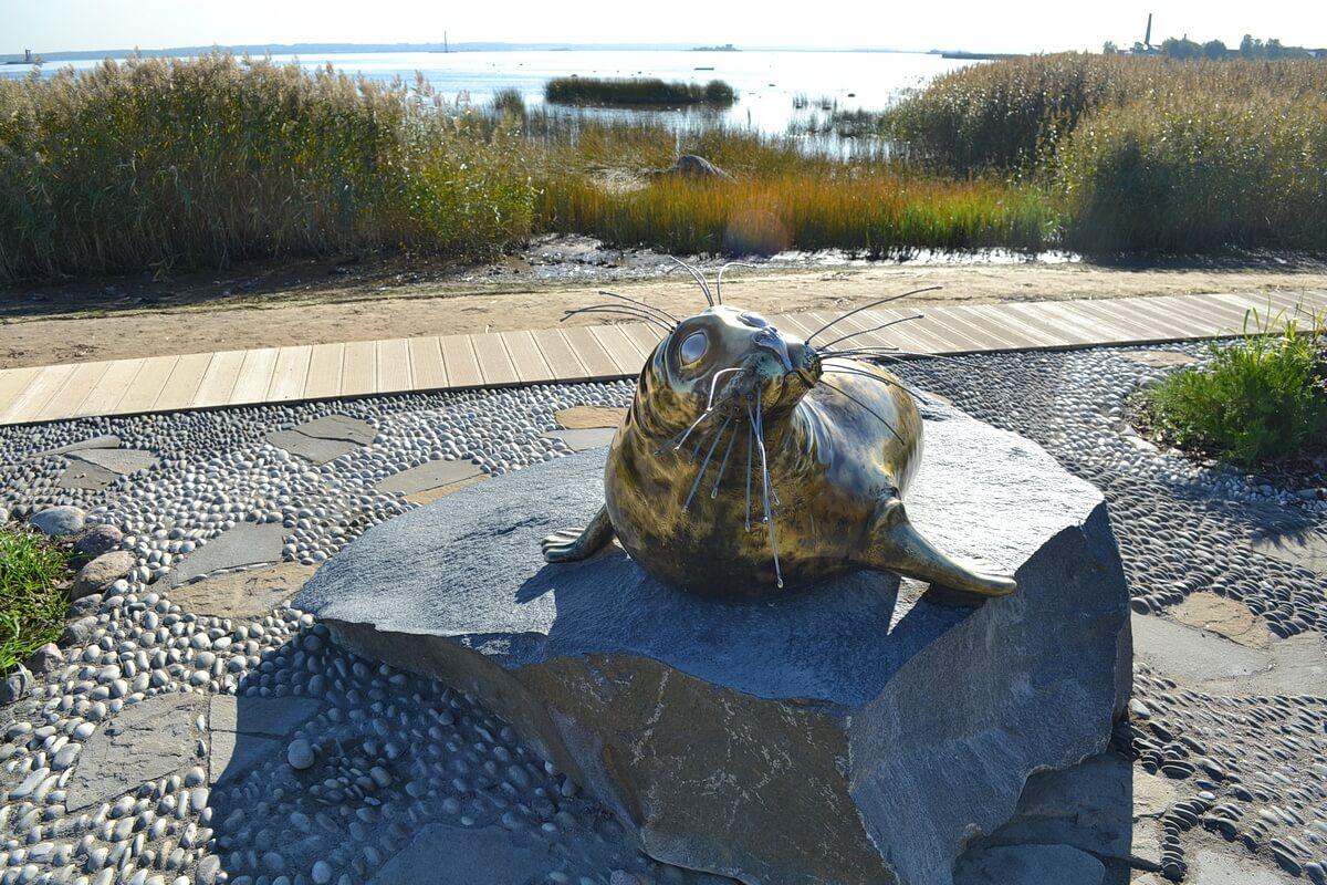 Скульптура тюленя