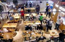 Фуд-холл Eat Market открылся в «Галерее»