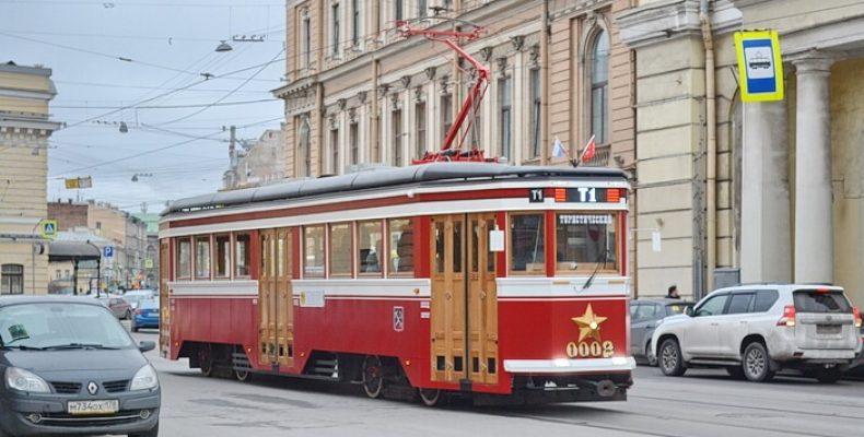 Туристический трамвай вернулся на маршрут