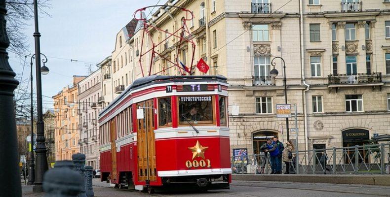 В Петербурге появился туристический трамвай