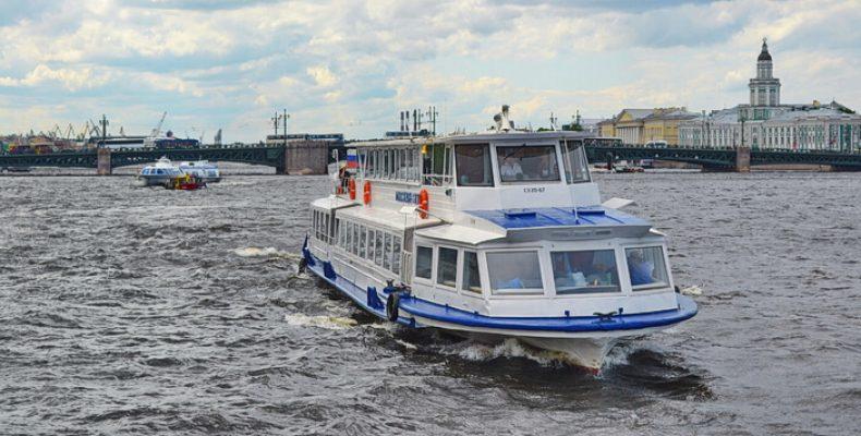 Экскурсия «Балтийский круиз» вокруг Васильевского острова с выходом в Финский залив