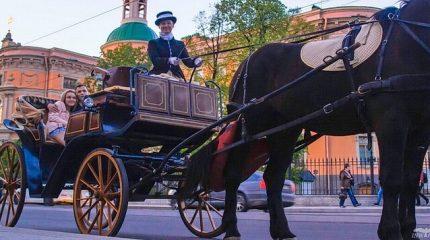 Прогулка в конном экипаже по центру Петербурга