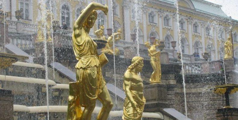 Петергоф устраивает шоу по случаю запуска фонтанов 19 мая