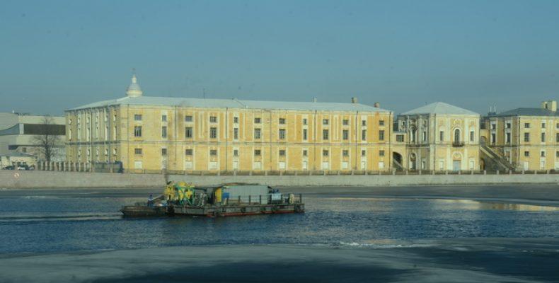 Прогулки по рекам и каналам Петербурга начались «поздней зимой»