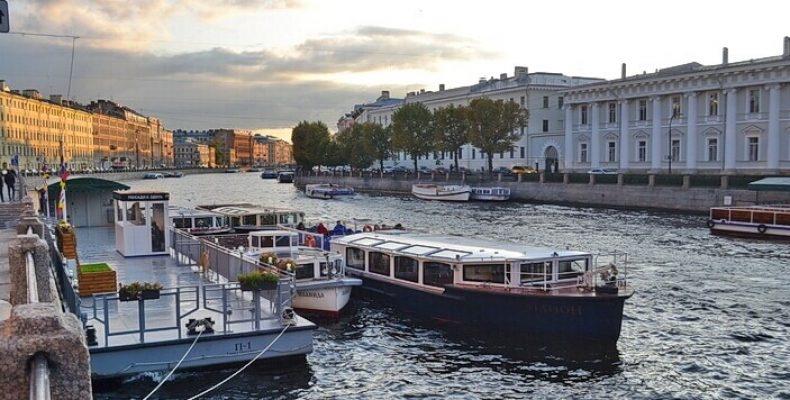 В Петербурге снова запустили экскурсии по рекам и каналам