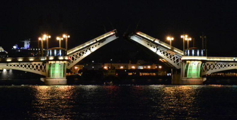 Где переждать разведенные мосты