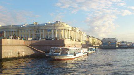 Экскурсии и прогулки по рекам и каналам Петербурга
