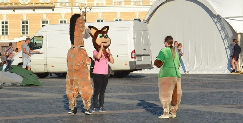 Конь-аниматор остался без копыт и головы и со штрафом в 1,5 тысячи рублей